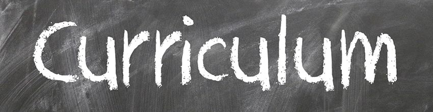 The word curriculum written in chalk on a blackboard